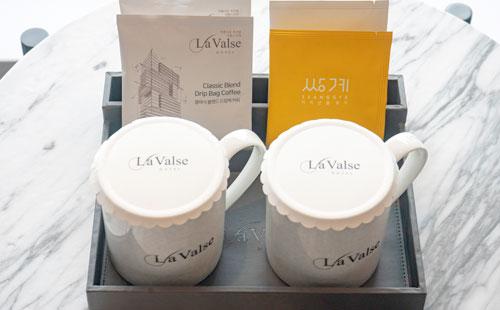 サンゲ名茶又はドリップバックコーヒー提供